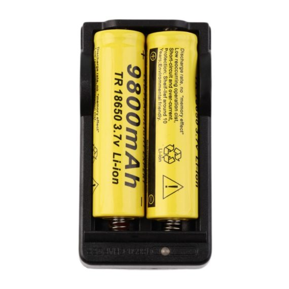 4 x 18650 Li-ion Rechargeable Batteries 9800mAh + Battery Charger